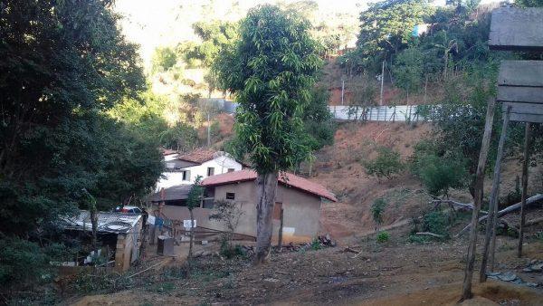 Samarco desaloja famílias 18 meses depois do crime