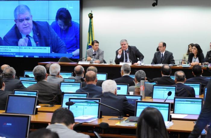 O Brasil e o enredo da miséria política