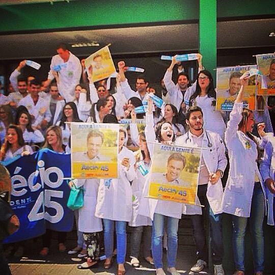 Menos médicos: as melhores fotos das faculdades de medicina que apoiaram Aécio