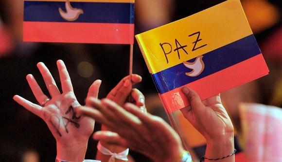 Paramilitarismo é maior obstáculo à paz na Colômbia, dizem FARC e ELN em Havana