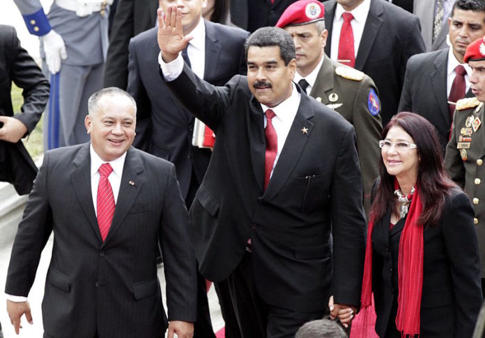 Venezuela: Maduro assina decreto autorizando Assembleia Constituinte