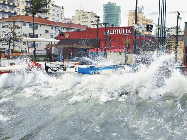 O nível do mar na costa brasileira tende a aumentar nas próximas decadas.