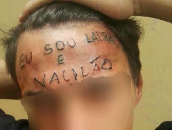 """Pedreiro que tatuou """"ladrão"""" em testa de jovem já cumpriu pena por roubo"""