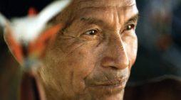 Dez anos após declaração internacional, indígenas sofrem