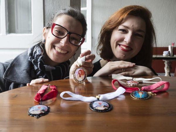 """Coleção """"Devir"""" de acessórios baseada no universo feminino será lançada por artistas catarinenses neste sábado"""
