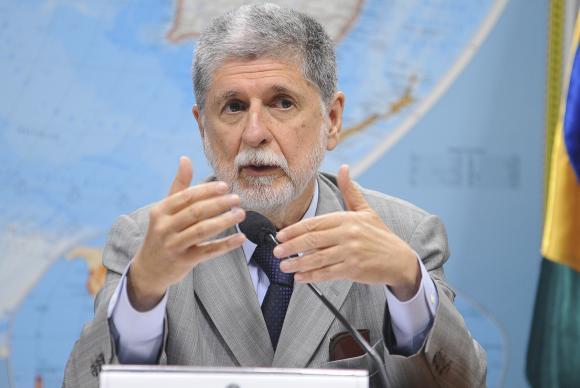 """Celso Amorim: troca de favores entre Planalto e Congresso """"é quase sexo explícito"""""""