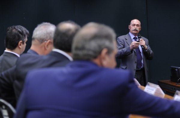 Conselho de Medicina defende que consulta seja retirada dos planos e paga pelo paciente