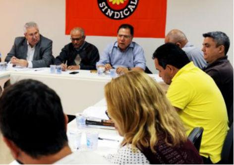 Centrais vão propor texto alternativo de MP para nova lei trabalhista
