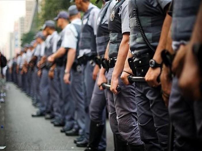 Um a cada três brasileiros tem medo de violência e da polícia, aponta pesquisa. Mulheres temem também estupro