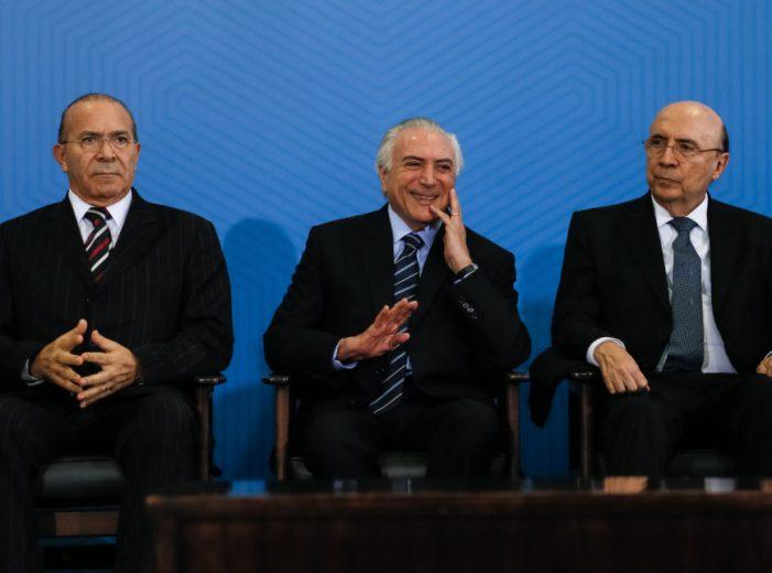Temer sanciona reforma trabalhista e diz que Brasil vive 'suposta crise'