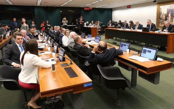 Partidos da base de Temer aprovam ideia de Cunha para eleições de 2018
