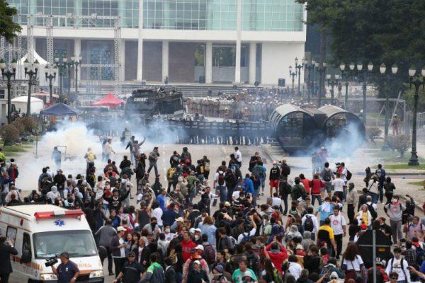 Justiça absolve Richa pela Batalha do Centro Cívico