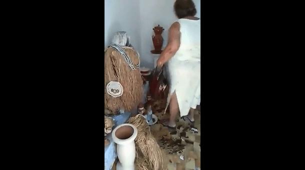 Criminosos obrigam mãe de santo a destruir próprio terreiro no RJ