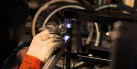 Carbone ou acier : Fabrication d'un vélo
