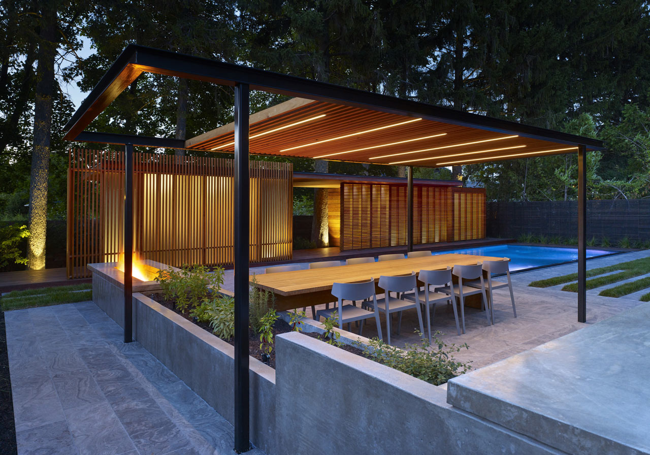 Douches Zwembad A Backyard Pavilion And Pool For The Perfect Escape