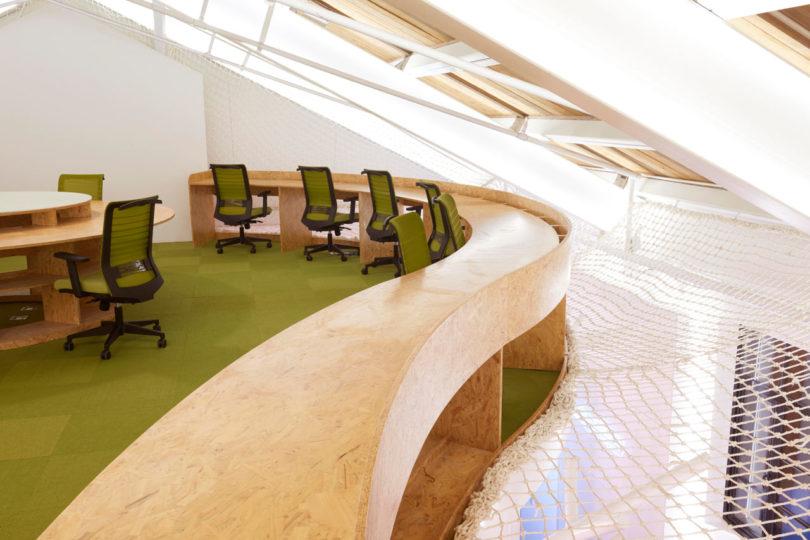 A Modern Shanghai Tech Office That Evokes a Relaxing Environment