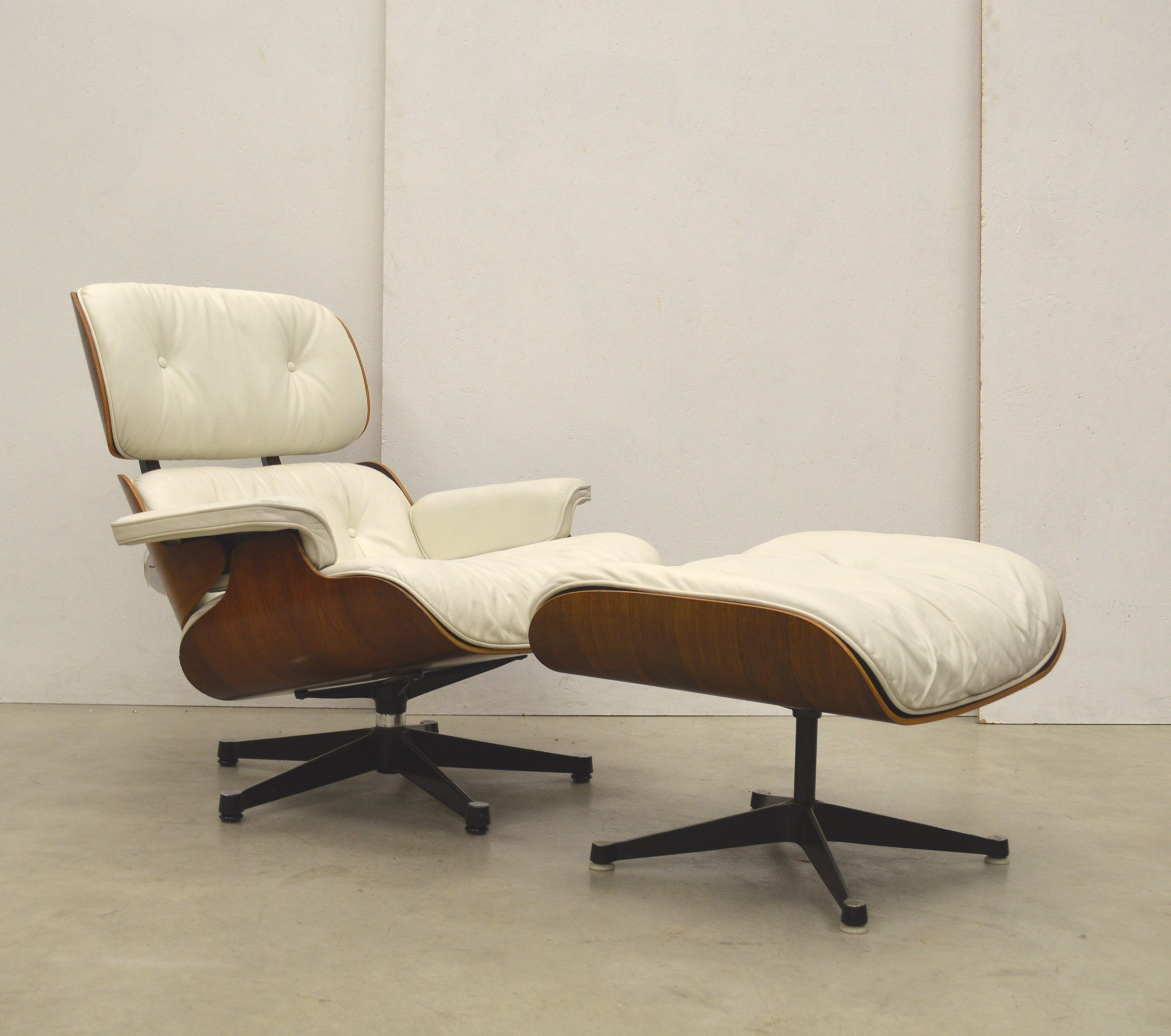 Poul Cadovius Vintage White Lounge Chair By Charles Eames For Herman