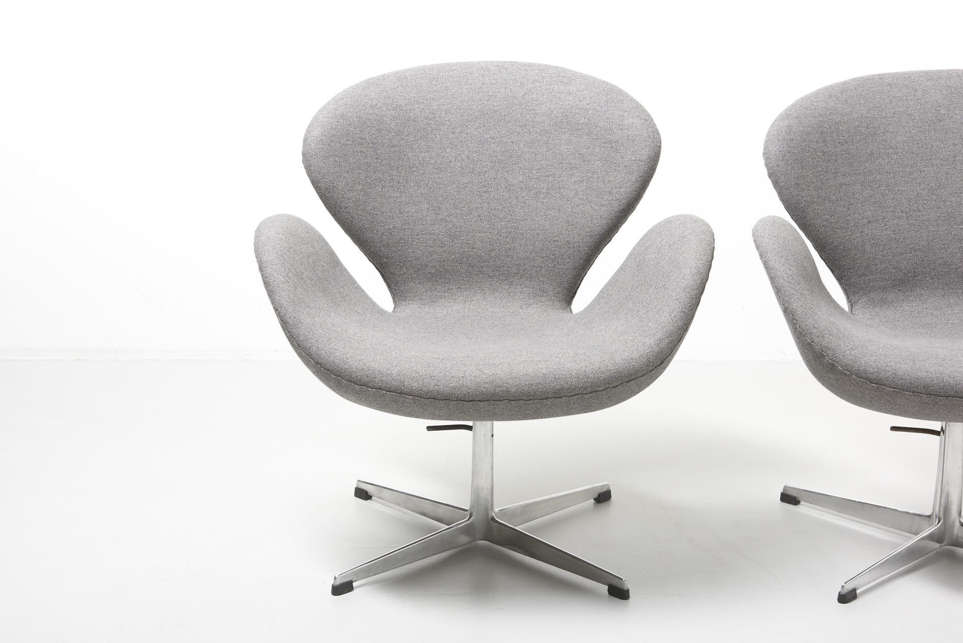 Arne Jacobsen Swan Chair Pair Of Vintage Swan Chairs By Arne Jacobsen - 1950s ...