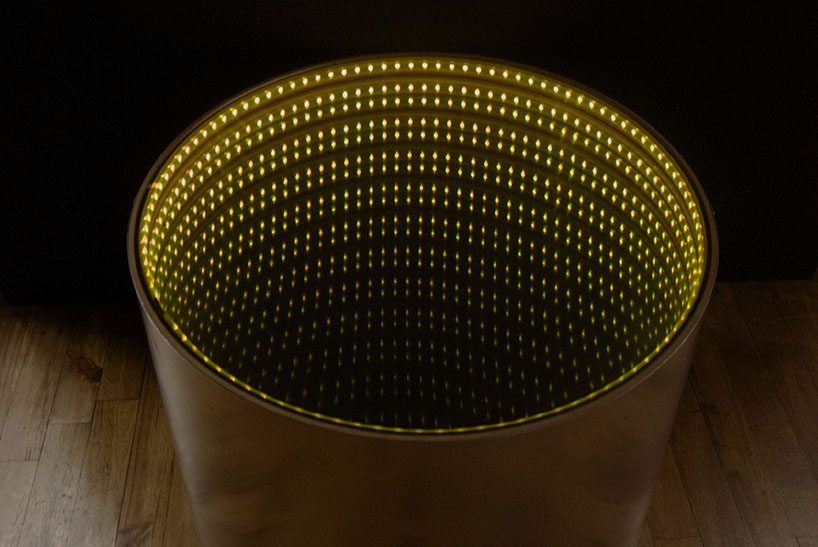 Specchio Infinito Infinitum Table's Luminous Surface Encourages Tidiness