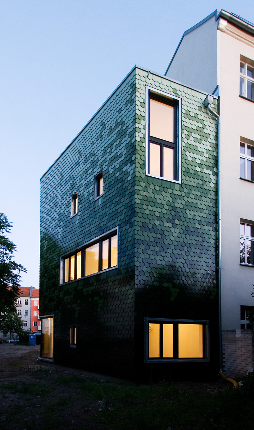 Home Office Berlin Brandt + Simon Architekten Adds Green Tile Façade To