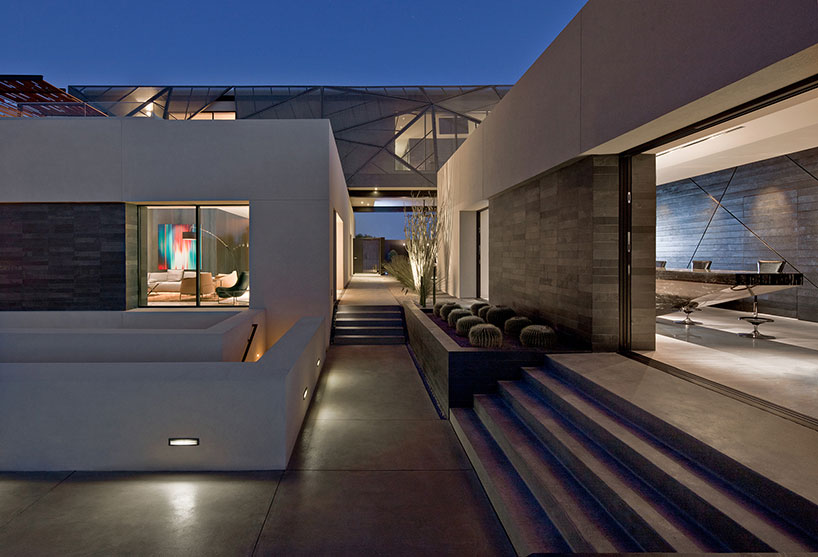 Haus Mit Doppelgarage Tresarca Home Mimics The Desert In Las Vegas By
