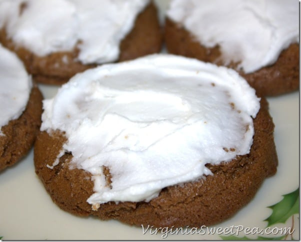 Iced-Ginger-Cookies Holiday Cookie Round-up