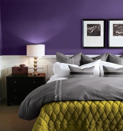 La chambre à coucher violet sans tristesse