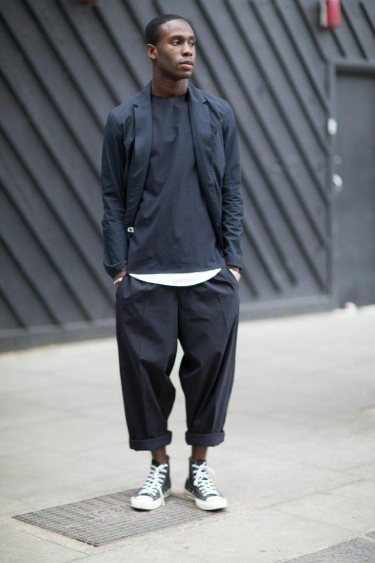 baskets converse tendance mode homme pantalon gris veste grise