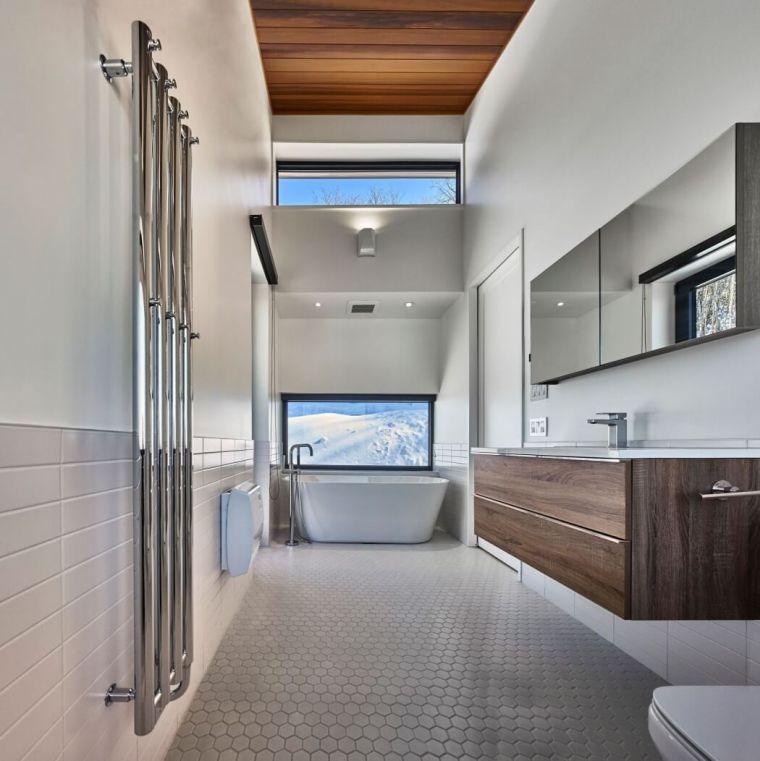 Salle de bain chalet de montagne  déco luxueuse et raffinée