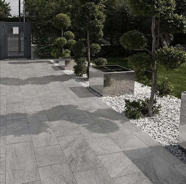 Bordures de terrasse en ardoise Maison #ardoise #terrasse - pierre de dallage exterieur
