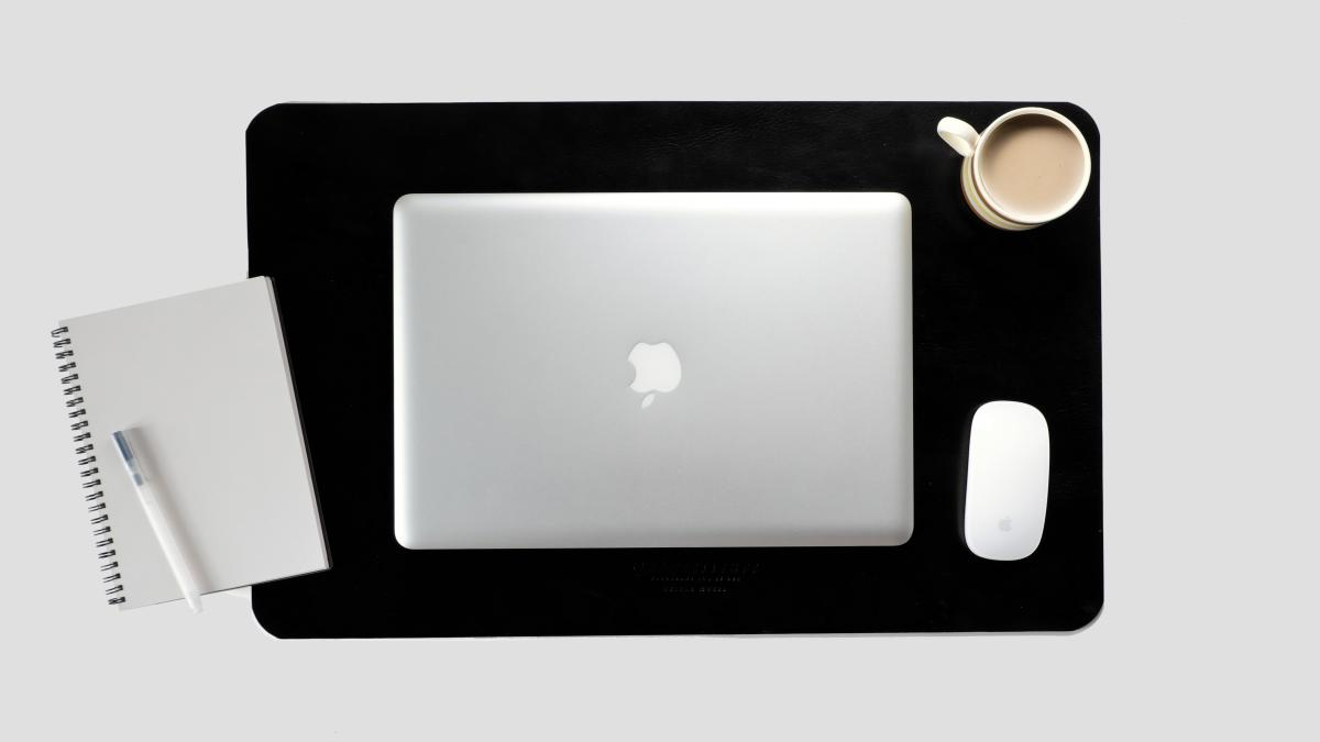 Bureau Studio Edme Desk Blotter And Mc Kee Mousepad Design Montréal