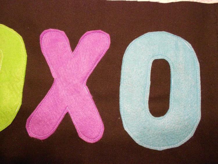 XOXOXO Pillow DSCN0512