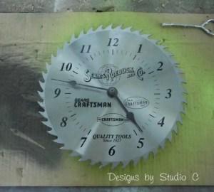 saw blade clock SANY2601