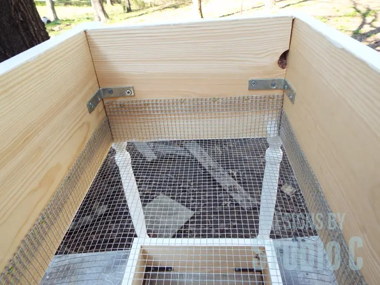 DIY Furniture Plans to Build a Fruit and Vegetable Bin - Inside View of Wire Bin