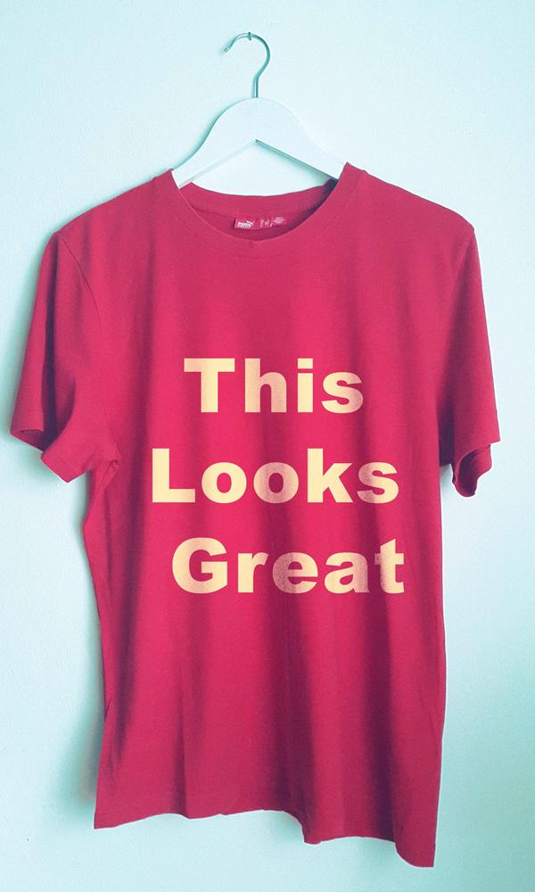 02 Free Realistic Retro T-shirt Mockup