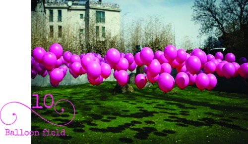 This is SUCH a clever balloon decorating idea! Attach balloons to golf tees and stick in the ground.