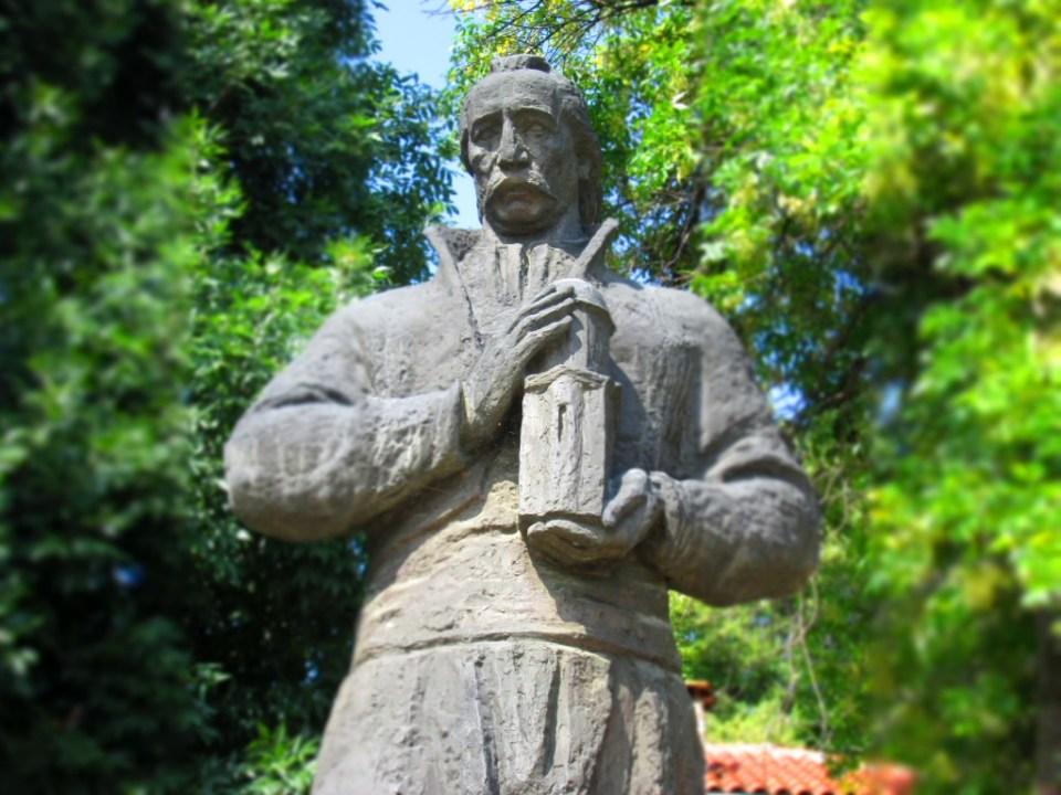 Паметник на Колю Фичето в Дряново 1