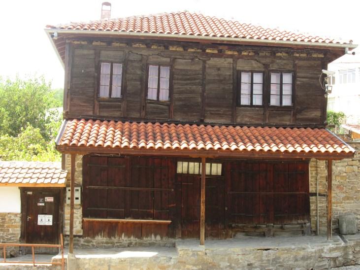 Възрожденски къщи - ул. Трети март - къщата с навеса
