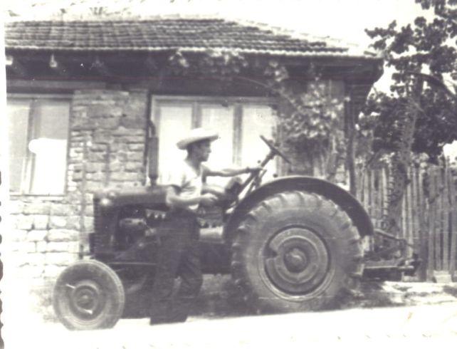 Тракториста Никола Атанасов Минев от село Зая, 1968 г.