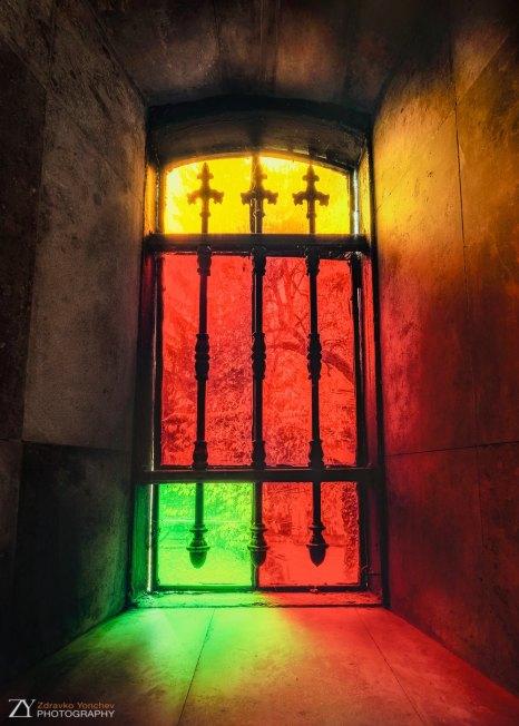 Витраж в аметник-костница в Дряновския манастир