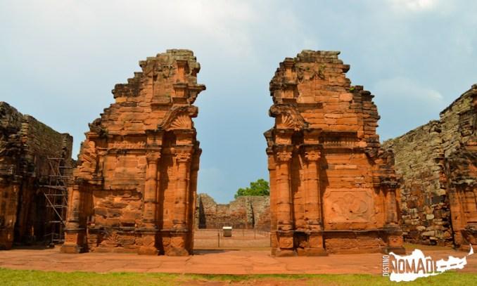 Acceso a las ruinas de la misión de San Ignacio Miní (Misiones)