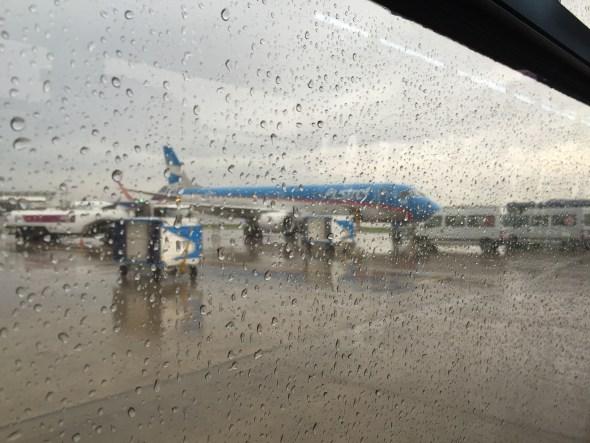 Embraer de Austral para el vuelo a Porto Alegre.