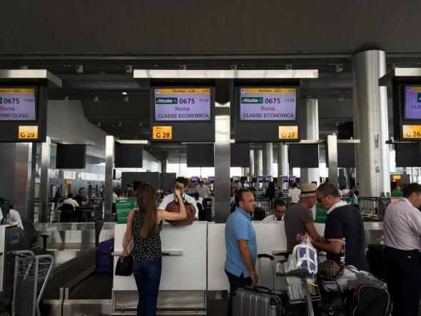 Haciendo el check-in para Roma, en Sao Paulo.