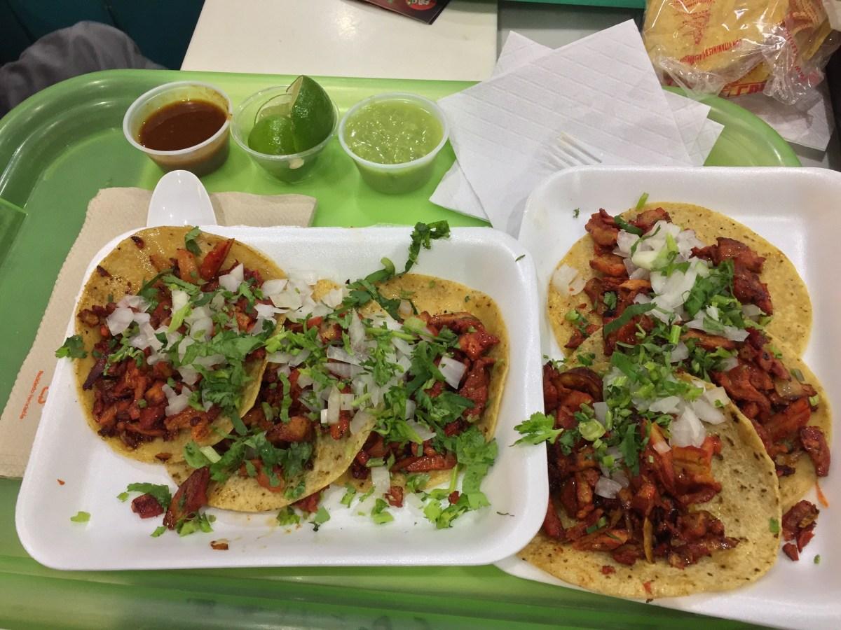 Comer en la Terminal 2 del Aeropuerto de México