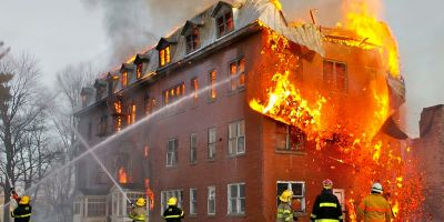 foto de Sylvain Pedneault. Un incendiu în Massueville, Quebec, Canada. Sursa Wikipedia.