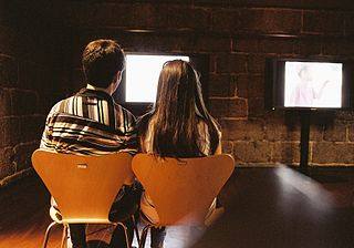 320px-Couple_looking_at_tv_screen_@_Museu_da_imagem._Braga,_2011