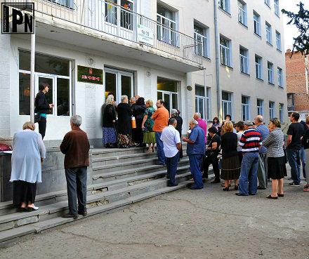 voters-in-queue