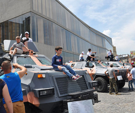 independence_day_tanks_children