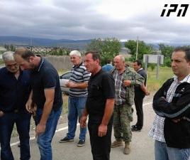 khurvaleti_locals_demonstrating