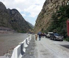 dariali_valley_road